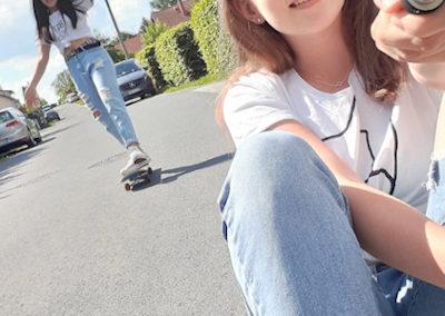 Andrea und Ella beim Skaten