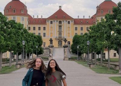 Ella und Andrea am Schloss Moritzburg
